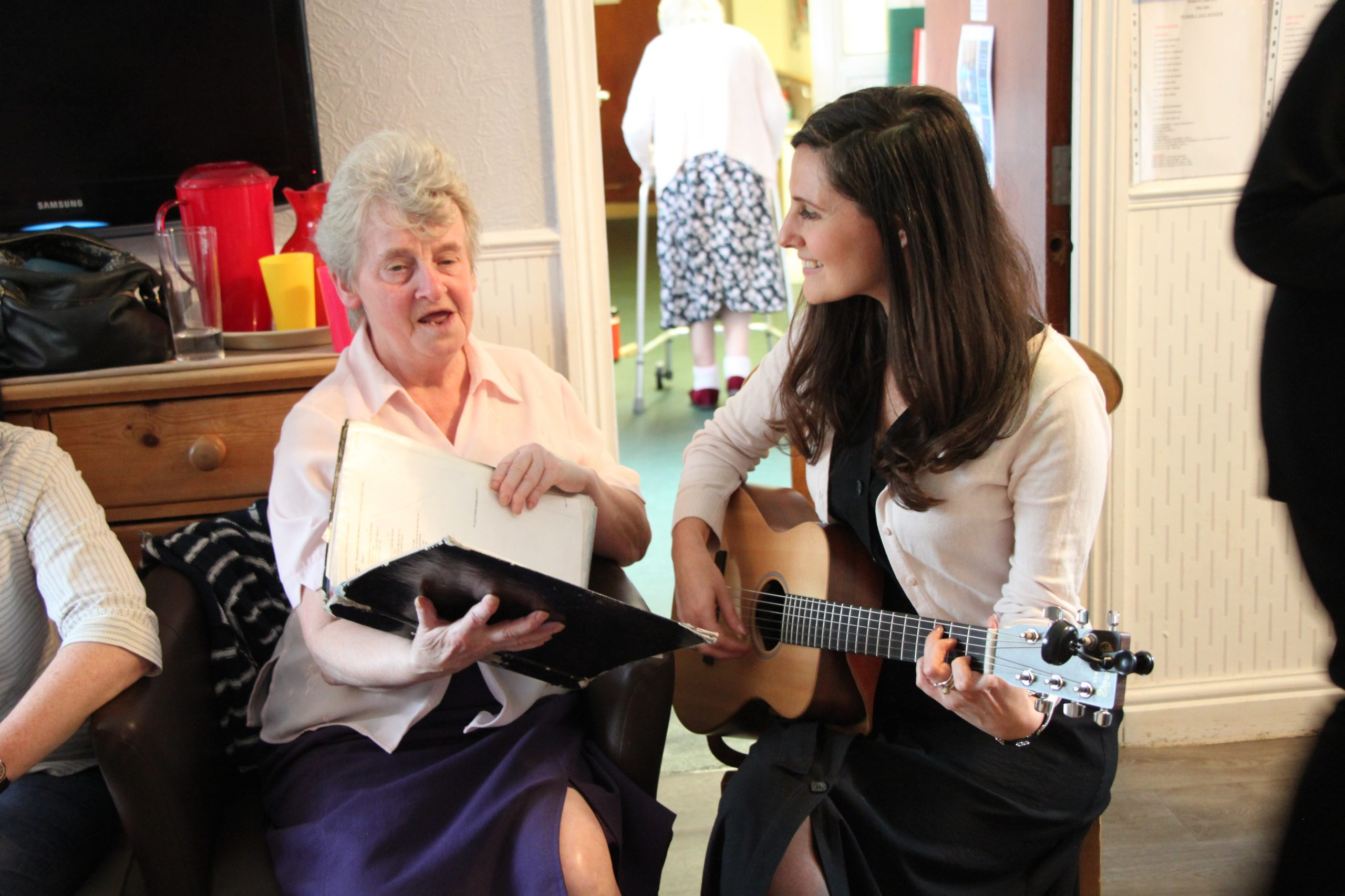 SUITCASE STORIES – The Dementia Choir